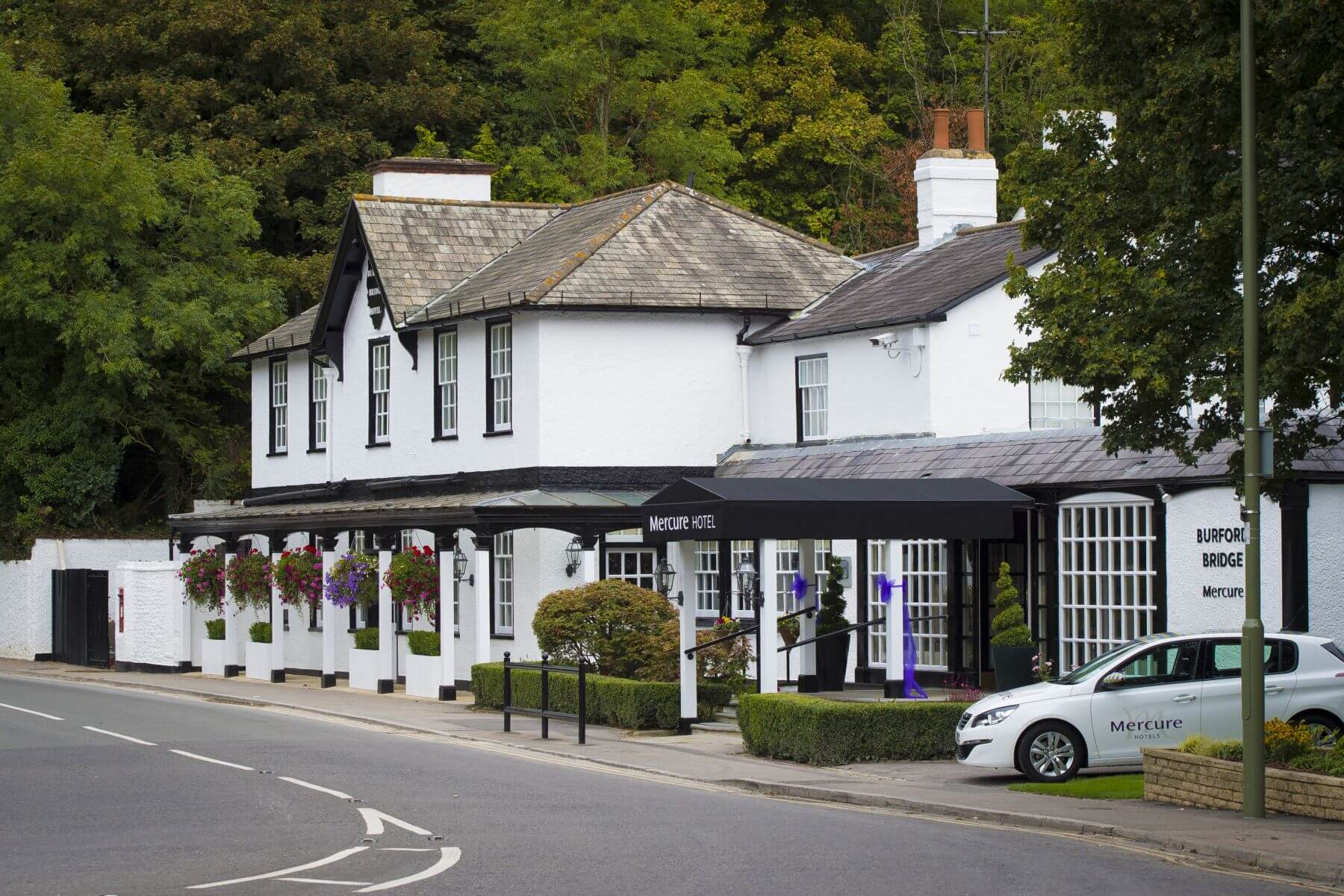 A brand new look for the mercure box hill burford bridge hotel luxuria lifestyle united kingdom - Mercure hotel head office ...