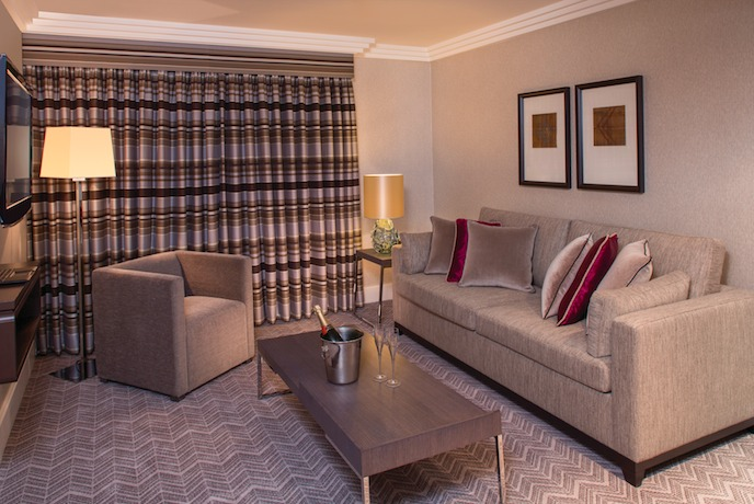Jumeirah Lowndes Absolute luxury at the jumeirah lowndes hotel belgravia luxuria executive suite lounge jumeirah lowndes hotel sisterspd
