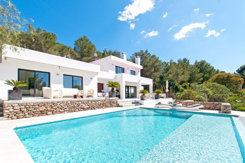 Exclusive holiday villas by dream villa rentals luxuria for Luxury holiday rentals uk